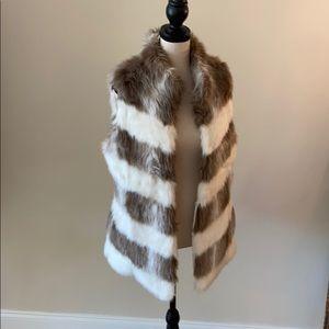 Gorgeous Faux Fur Vest / White House Black Market